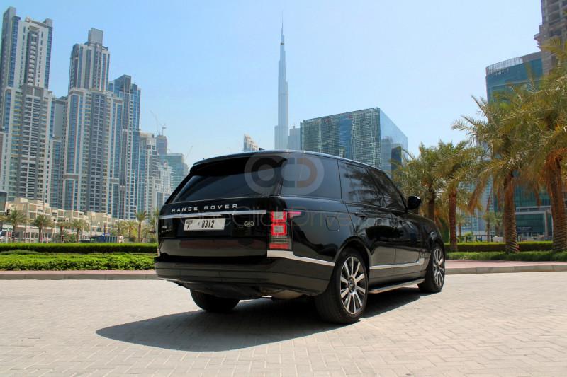 Book Land Rover Range Rover Vogue 2017 in Dubai