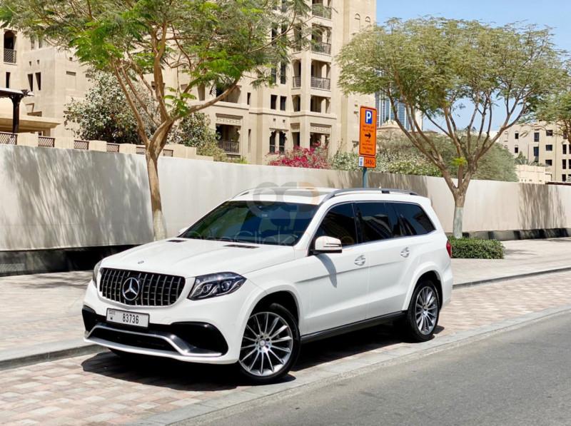 Rent Mercedes Benz GLS500 in Abu Dhabi - SUV Car Rental
