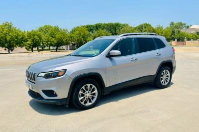 Rent Jeep Cherokee 2019