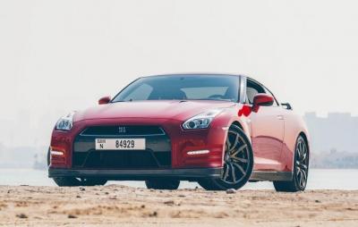 Rent Nissan GTR 2016
